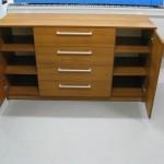 rudos 4 stalčių ir 2 durelių svetainės komodos durelės atviros