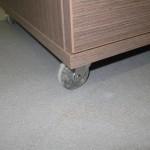 rudos 4 stalčiais miegamojo komodos guminis ratukas