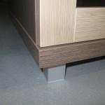 rudos biuro komodos aliuminė kojelė ir storinta komodos apačia