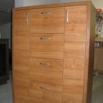 rusva aukšta siaura 2 durelių ir 4 gilių stalčių svetainės komoda