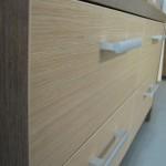 ryški 4 stalčių vaikų komodos stalčių tekstūra