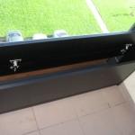 siauros 3 durelių juodos komodos prieškambariui pravertos ilgos siauros durelės