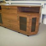 svetainės komoda 3 durelėm 2 stalčiais ir 2 lentynomis
