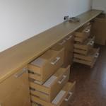 svetainės komoda 5 durelėmis ir 9 stalčiais