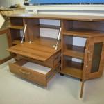 svetainės komoda atidarom 3 durelėm ir 1 stalčiumi