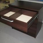 tamsiai rudos ketveriais pravirais stalčiais prieškambrio komodos stalčius 2 skyriais