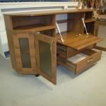 trejos pravertos svetainės komodos durelės ir stalčius