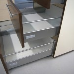 trijų stalčių virtuvės baldų komodos hettich stalčiai su strypais