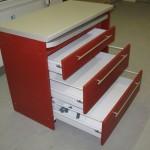 trijų stalčių virtuvės komoda su kokybiškais hettich stalčiais
