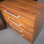 šimtamečio ąžuolo spalvos 4 stalčių akcijinė komoda biurui
