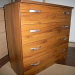 šimtamečio ąžuolo spalvos ketverių stalčių akcijinė biuro komoda