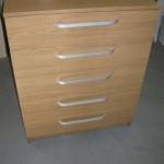 šviesi ruda akcijinė 5 stalčių biuro komoda lenktomis rankenėlėmis