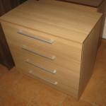 šviesi ruda ketvertos stalčių akcijinė komoda biurui