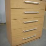 šviesi ruda penketos stalčių akcijinė biuro komoda