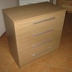 šviesiai ruda akcijinė ketverių stalčių biuro komoda