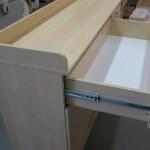 šviesios ilgos vystymo komodos stalčius su kokybiškais guoliniais bėgeliais