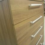 šviesios rudos 5 stalčių akcijinės komodos miegamajam raštas