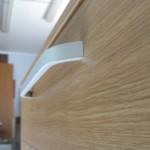 šviesios rudos akcijinės 5 stalčių biuro komodos lenkta rankenėlė