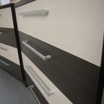 4 stalčių akcijinės prieškambario komodos stalčių raštas iš arti