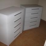 balta ir pilka 5 stalčių akcijinės virtuvės komodos