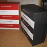 juoda ir raudonos su dviem baltais stalčiais akcijinės 5 stalčių komodos