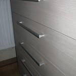 pilkšvos 5 stalčių akcijinės komodos biurui tekstūra