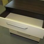 praviras pirmas baltas keturių stalčių rudos spalvos akcijinės svetainės komodos stalčius