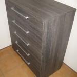 ruda į juodumą penkių stalčių prieškambario akcijinė komoda