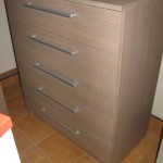 ruda į pilkumą akcijinė 5 stalčių biuro komoda