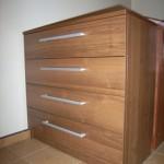 ruda akcijinė keturių stalčių svetainės komoda