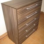 ruda margai dryžuota penkių stalčių akcijinė prieškambario komoda