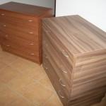rusva ir ruda 4 stalčių akcijinės miegamojo komodos