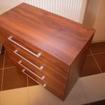 rusvos spalvos su medžio rievių imitacija akcijinė 4 stalčių komoda