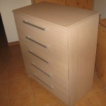 smėlio spalvos penkių stalčių akcijinė biuro komoda