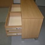 televizoriaus komoda 4 stalčiais su kokybiškais pilno ištraukimo bėgeliais