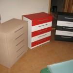 trys penkių stalčių akcijinės svetainės komodos