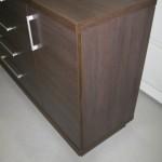 tamsiai rudos 4 stalčių su durelėmis komodos durelės