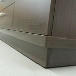 tamsiai rudos 4 stalčių su durelėmis komodos storintas dugnas