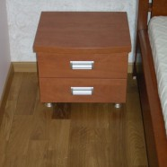 miegamojo komodos dviem stalčiais