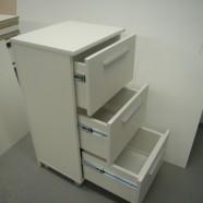 vonios komodos trim stalčiais